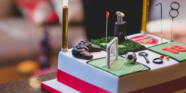 Quali sono gli attrezzi essenziali per il cake design?